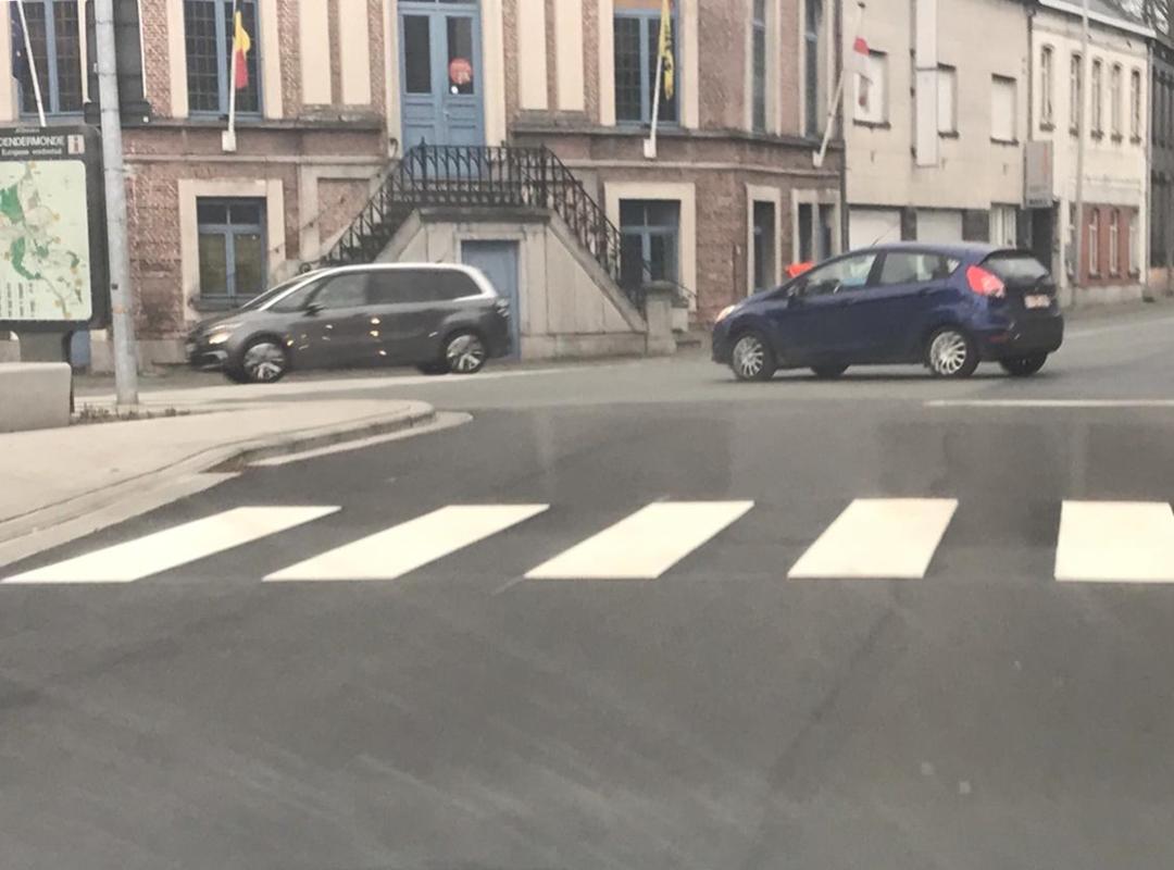 Aanleg zebrapad in centrum Oudegem